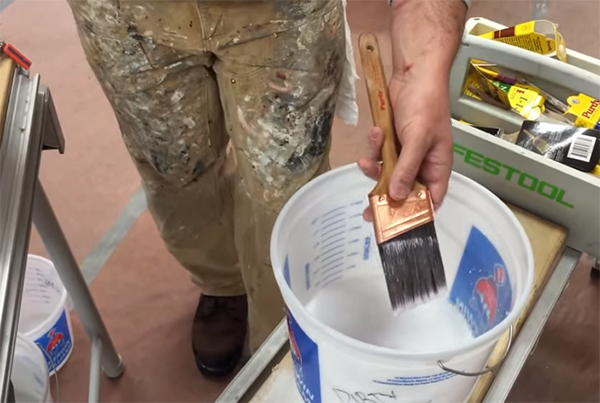 storing and cleaning paint brushes